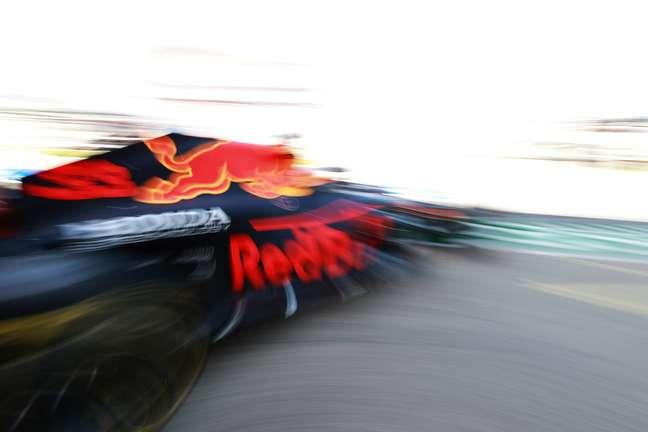 Max Verstappen quer focar na pista, mas ainda não deixou acidente para trás