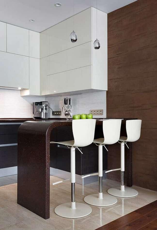 19. Banqueta branca para decoração de cozinha planejada estilo americana – Foto: Home Fashion Trend