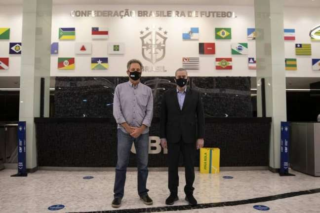 Landim ao lado de Rogério Caboclo na sede da CBF (Foto: Divulgação)