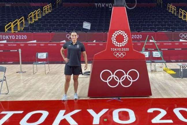 Andreia Regina é a primeira mulher a apitar um jogo do basquete masculino na Olimpíada (Foto: Divulgação/ASE)