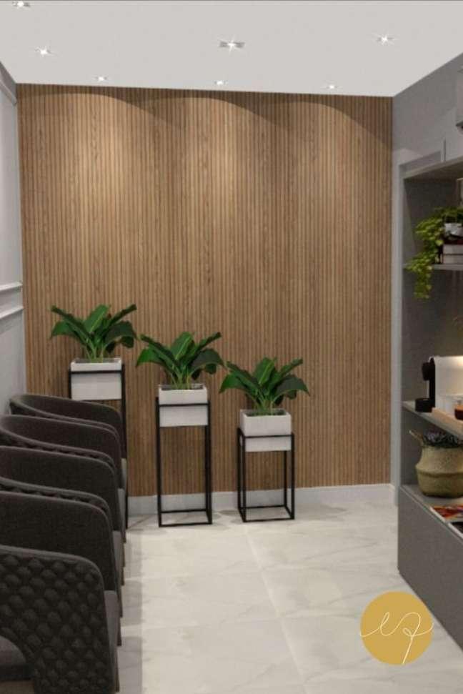 63. Sala de espera com vasos de plantas ao lado para decorar – Foto Egina Queiroz Arquitetura