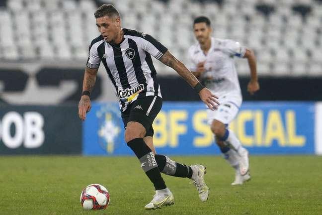 Rafael Navarro em ação pelo Botafogo contra o CSA (Foto: Vítor Silva/Botafogo)