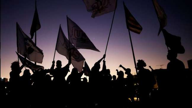 """Protesto contra o presidente Jair Bolsonaro em Brasília, em junho; 72% dos brasileiros disseram em pesquisa acreditar que a sociedade do país está """"falida"""""""