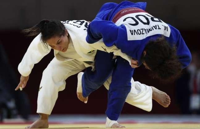 Brasileiros reclamaram que Maria Portela (de branco) teria aplicado wazari na rival
