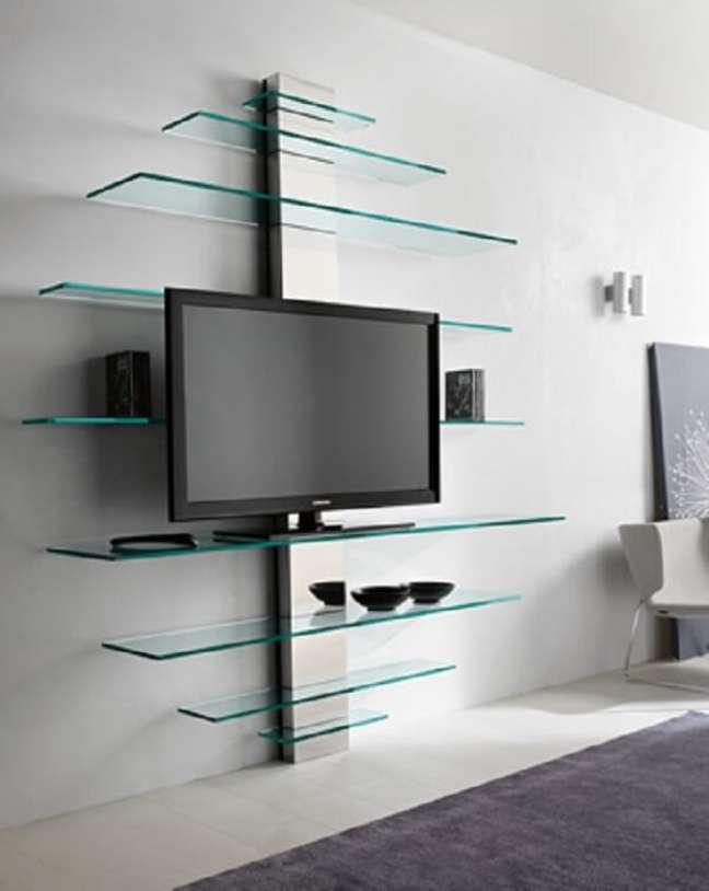 38. Estante de vidro na parede com montagem diferenciada. Fonte: Pinterest