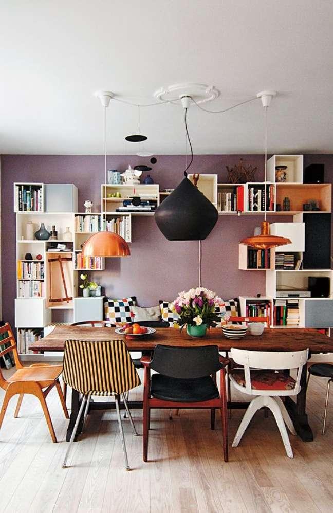 65. Sala de jantar com cadeira retrô colorida e versatil – Foto Amazon