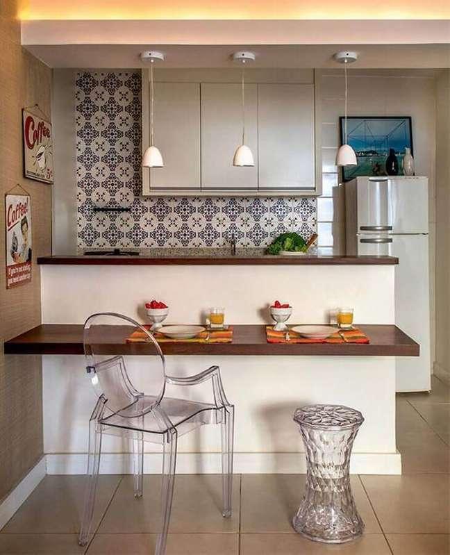 33. Cozinha modulada estilo americana decorada com bancada de madeira – Foto: Pinterest