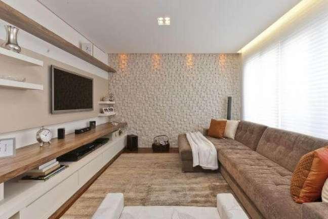 31. Parede de sala decorada com Azulejo 3D em tons neutros – Foto Pinterest