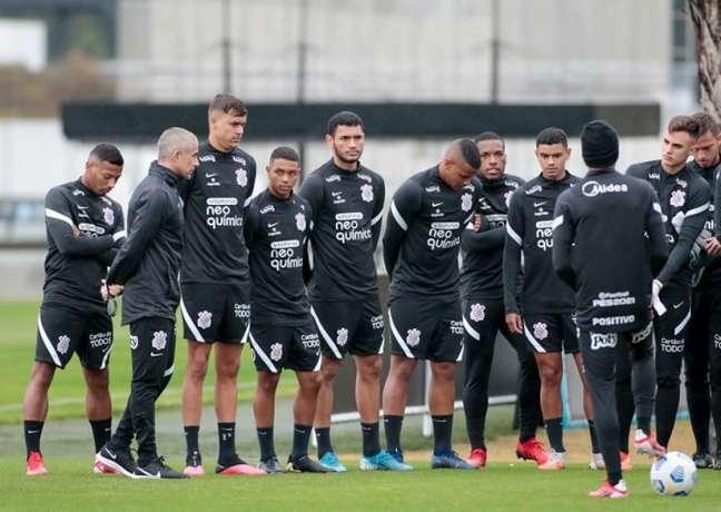 Sylvinho contou com nove atletas das categorias de base do Corinthians (Foto: Rodrigo Coca/Ag. Corinthians)