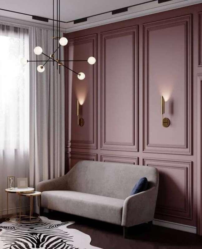 102. Sala com parede decorada com moldura de isopor – Foto Dia de Brilho