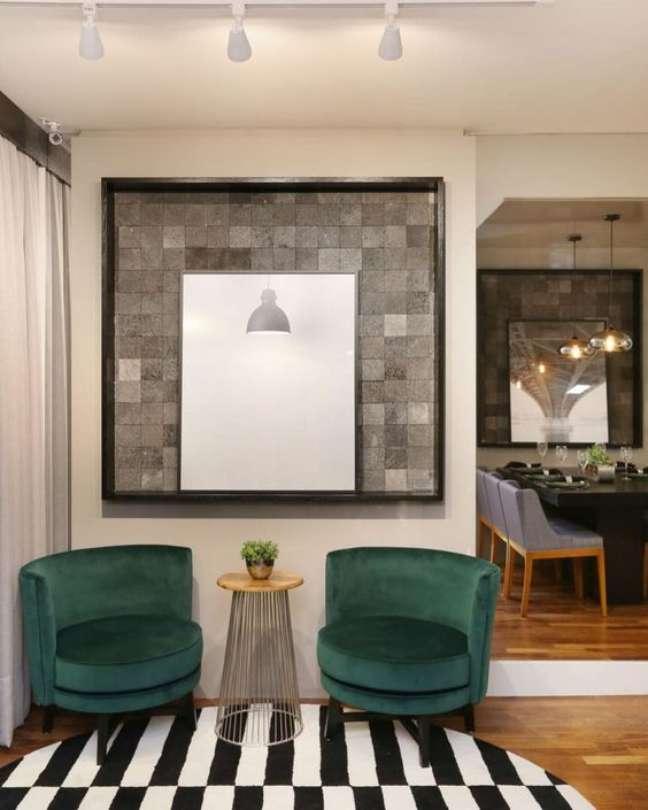 58. Sala de espera com poltronas verdes e quadro moderno na parede – Foto Pinterest