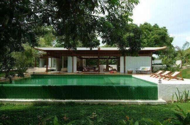 37. O revestimento escolhido para o projeto foi o azulejo para piscina verde. Fonte: Andre Luque