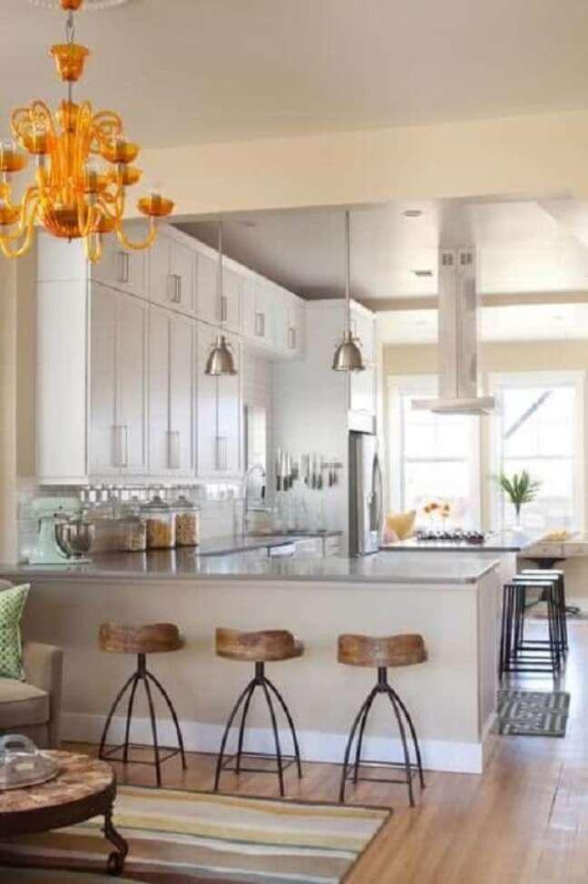 35. Decoração clássica para cozinha estilo americana – Foto: Homedit
