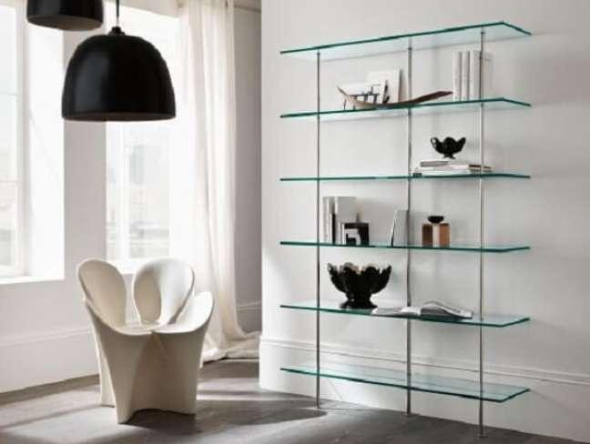 42. Modelo de estante de vidro na parede. Fonte: Pinterest