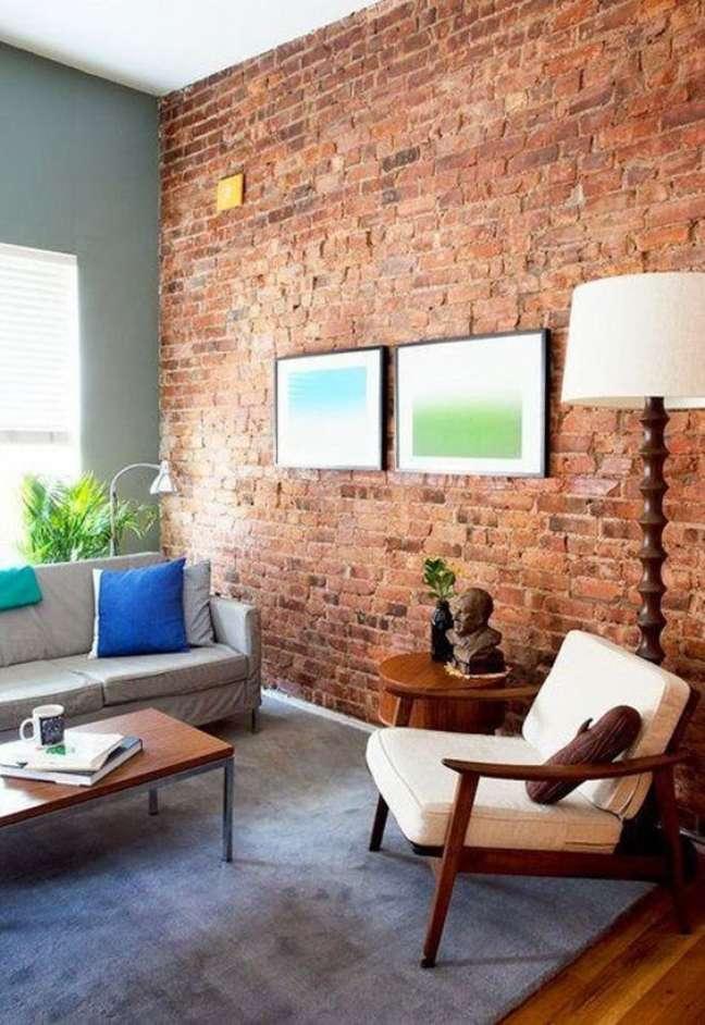 4. Decoração de parede para sala com papel de parede de tijolinho aparente – Foto Pinterest