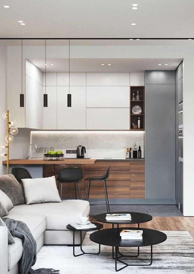 47. Decoração moderna com armário de cozinha estilo americano planejado – Foto: Home Fashion Trend