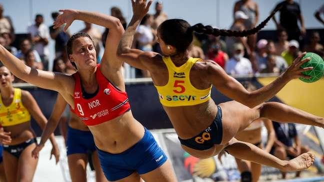 Multa foi aplicada sob o argumento de violação às regras de vestimentas da competição