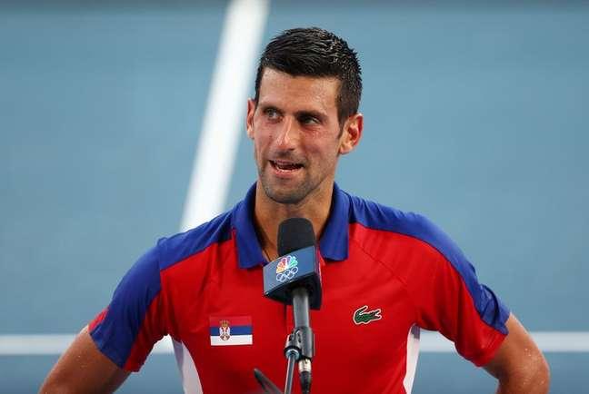 Novak Djokovic fala com a imprensa após vencer partida durante os Jogos de Tóquio 28/07/2021 REUTERS/Mike Segar