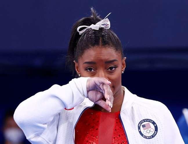 Simone Biles durante final por equipes da ginástica feminina na Olimpíada de Tóquio  27/07/2021 REUTERS/Mike Blake
