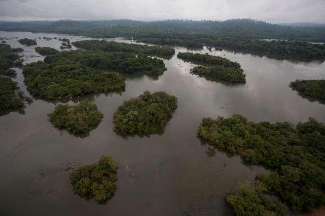 Área do rio Xingu inundada para a construção da usina de Belo Monte  23/11/2013 REUTERS/Paulo Santos