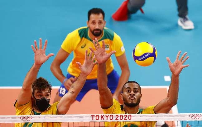 Lucão (de máscara) em partida contra o Comitê Olímpico Russo