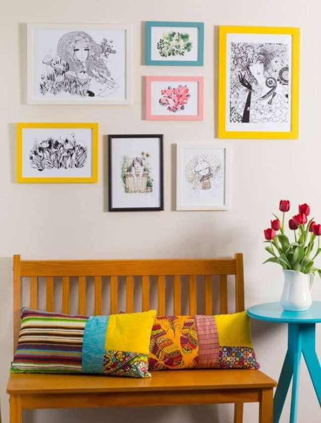 81. Sala decorada com moldura colorida – Foto Pinterest