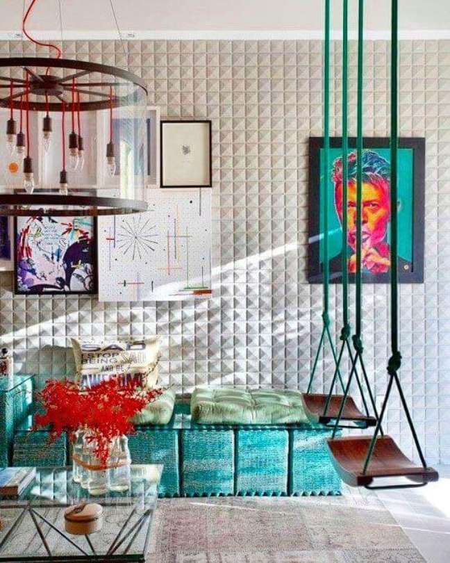 23. Parede de sala decorada com papel de parede 3d e quaros coloridos e criativos – Foto Pinterest