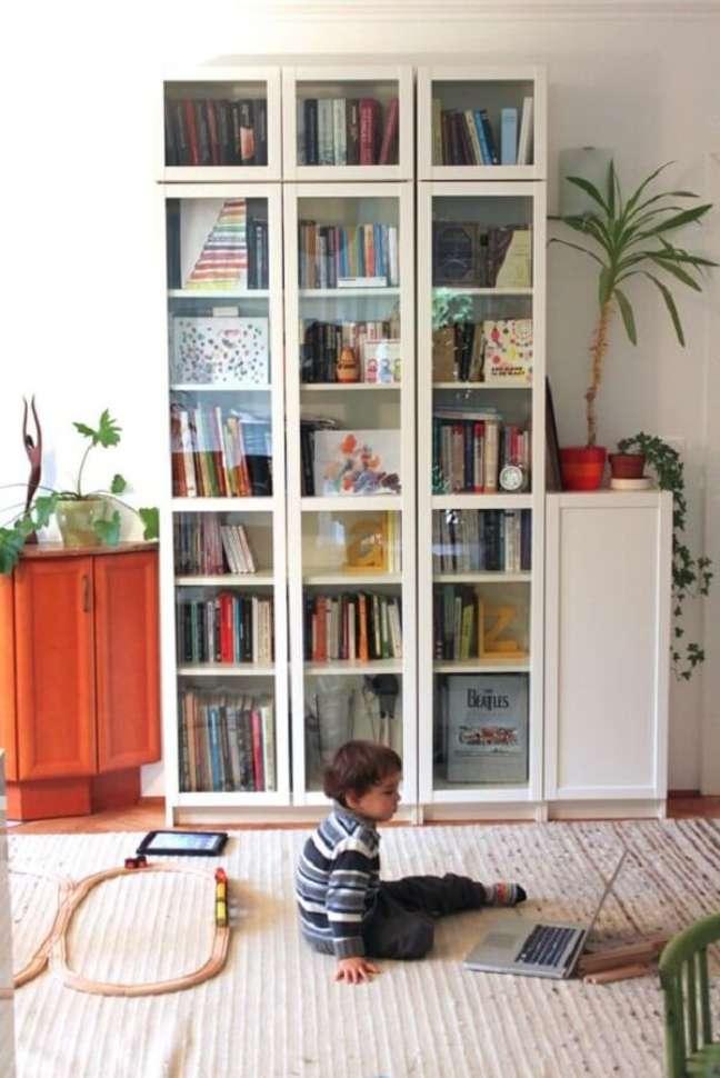 43. Modelo de estante de vidro para livros. Fonte: Pinterest