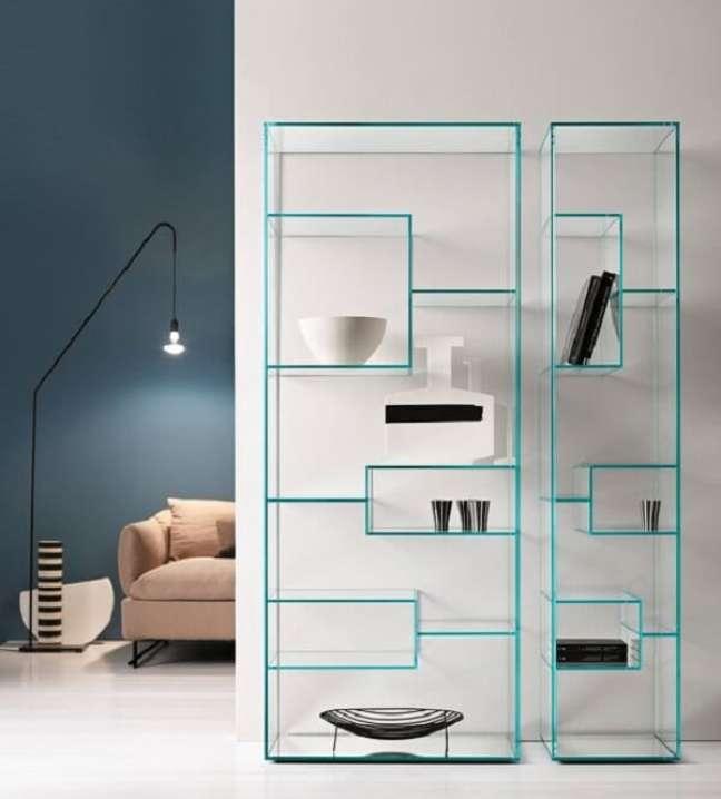 1. O design da estante de vidro é como uma obra de arte na parede. Fonte: Pinterest