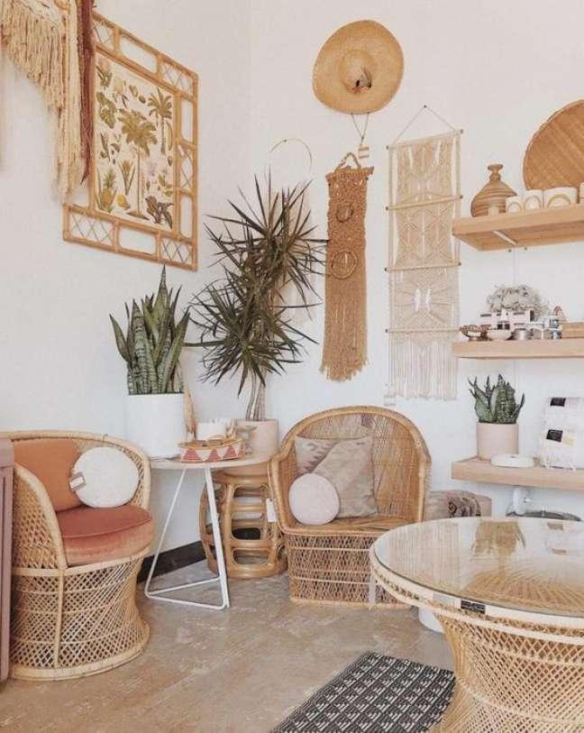 2. Parede de sala decorada no estilo boho chic – Foto Buzz Home