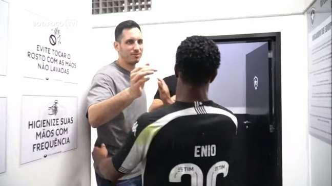 Gatito Fernández no vestiário do Botafogo (Foto: Reprodução/BotafogoTV)