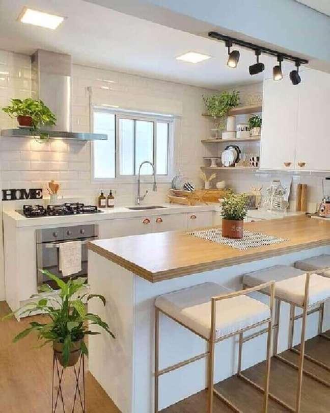 23. Banquetas modernas para decoração de cozinha estilo americana branca – Foto: Pinterest