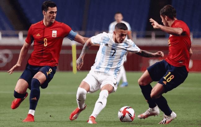 Seleção de futebol da Argentina perdeu e foi eliminada dos Jogos Olímpicos de Tóquio nesta quarta-feira Divulgação/Seleção Argentina