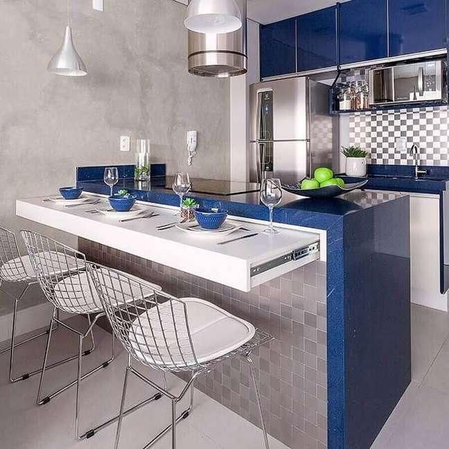 42. Decoração em azul e cinza para cozinha estilo americana pequena – Foto: Pinterest