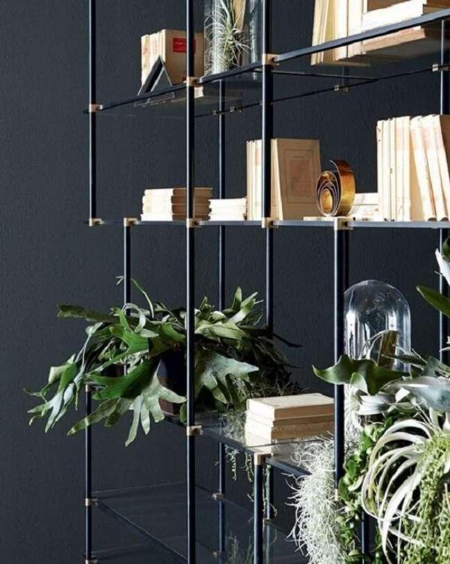 4. Modelo de estante de vidro com estrutura metálica. Fonte: Pinterest