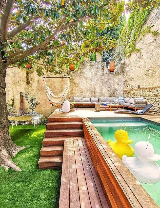 28. Modelo de piscina verde elevada para área de lazer. Fonte: Pinterest