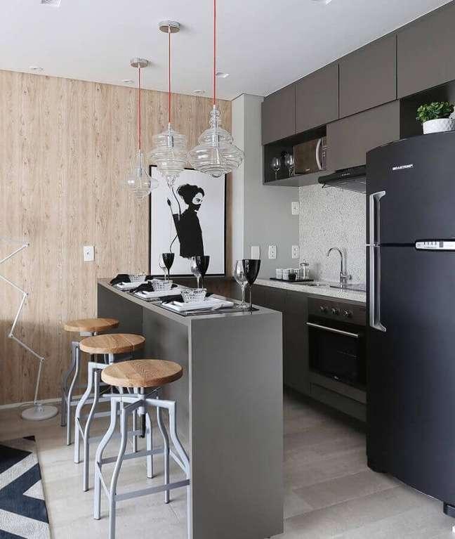 60. Tons de cinza para decoração de cozinha estilo americana pequena – Foto: Dicas Decor
