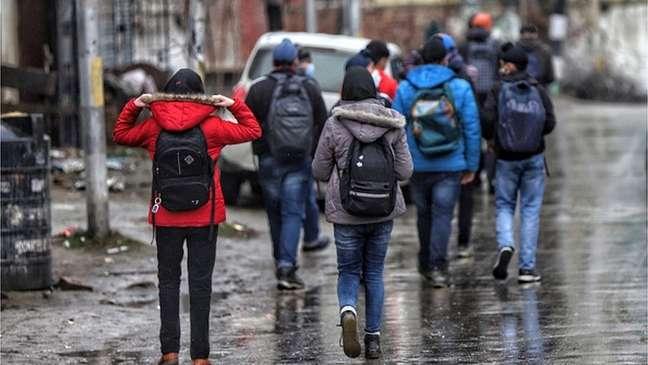 O jeans é a escolha de roupa para muitos jovens indianos, mas as comunidades conservadoras impedem que as meninas os usem
