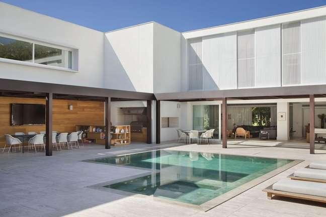 48. Revestimento piscina verde com toque sofisticado. Projeto de Gisele Taranto