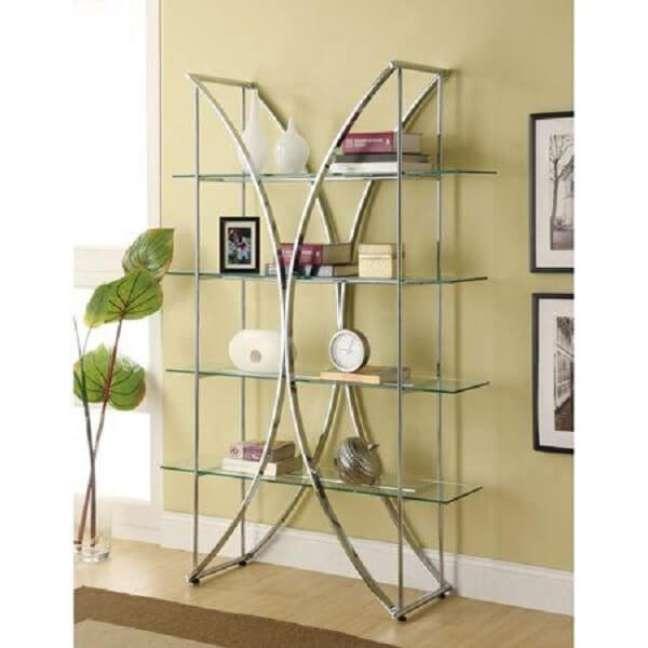 25. A estante de vidro pode ser encontrada em diferentes formatos. Fonte: Pinterest