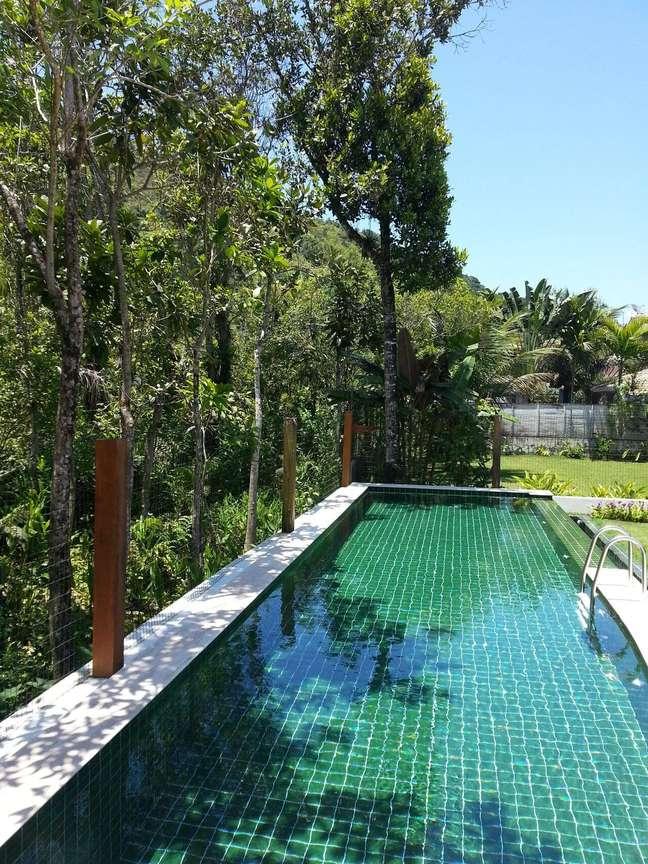 5. Modelo de piscina verde esmeralda. Projeto de Olegário de Sá & Gilberto Cioni