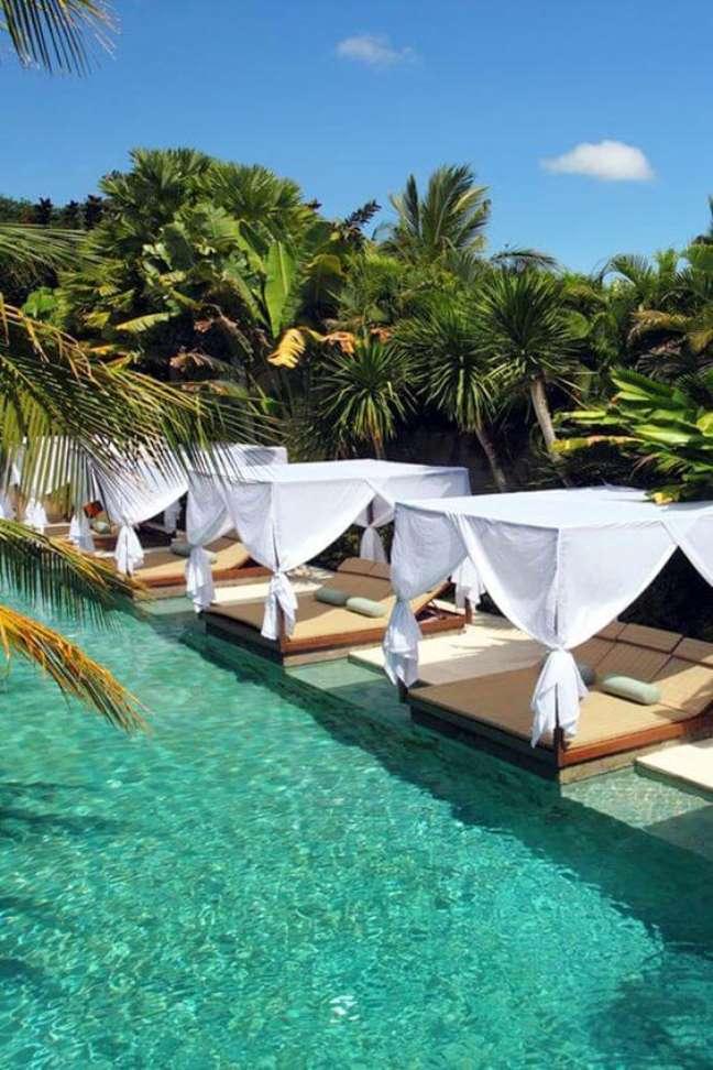 46. Resort com piscina verde revestida é puro luxo e sofisticação. Fonte: Jetsetter