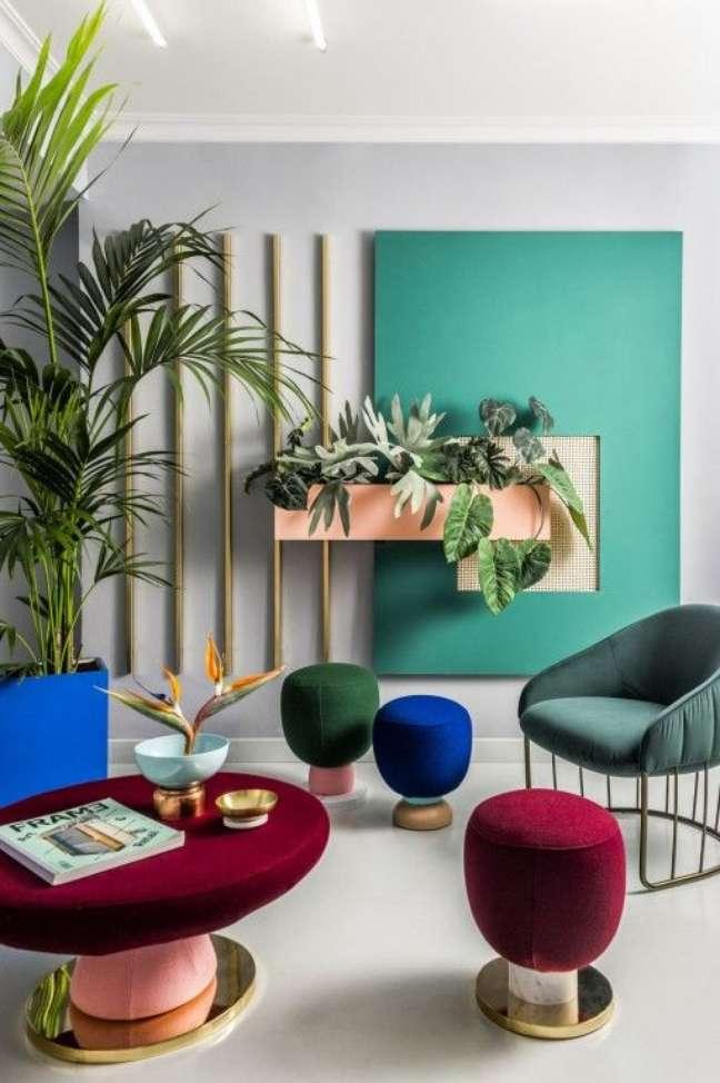 2. Sala de espera colorida com móveis modernos – Foto Arkpad