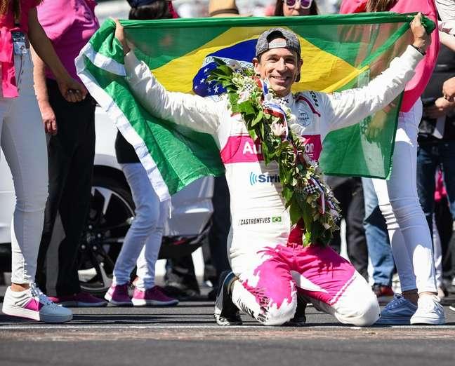 Helio Castroneves venceu as 500 Milhas de Indianápolis