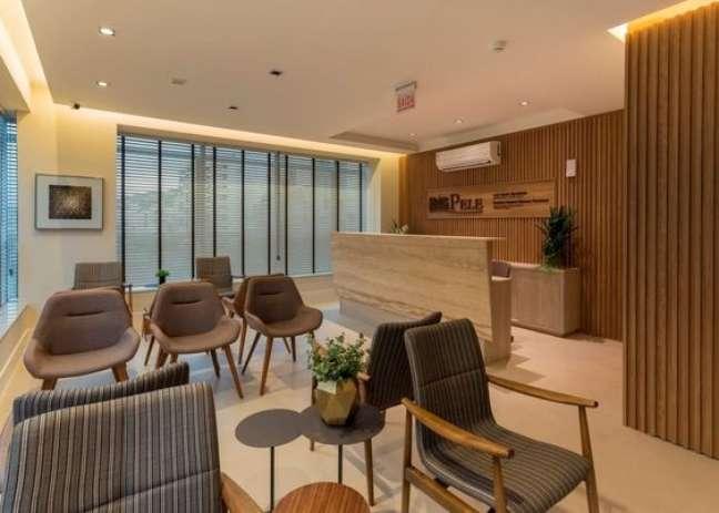 5. Sala de espera para clínica com cadeiras e poltronas – Foto MVF