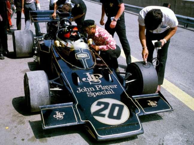 Emerson e Colin conversam sobre o Lotus 72.