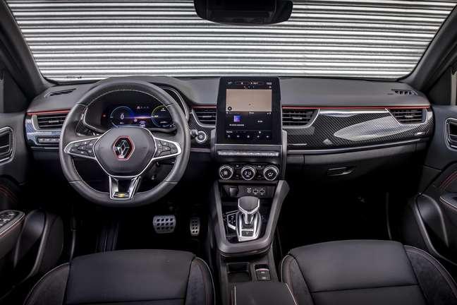 Renault Arkana: painel digital de 10,2'' e multimídia vertical.