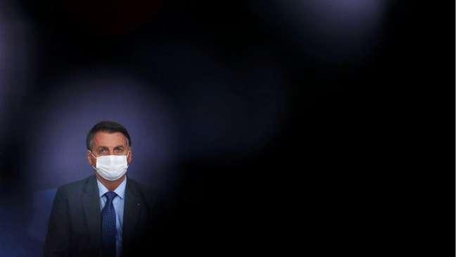 Bolsonaro diz que apresentará provas de fraude nas eleições com urnas eletrônicas em sua live semanal