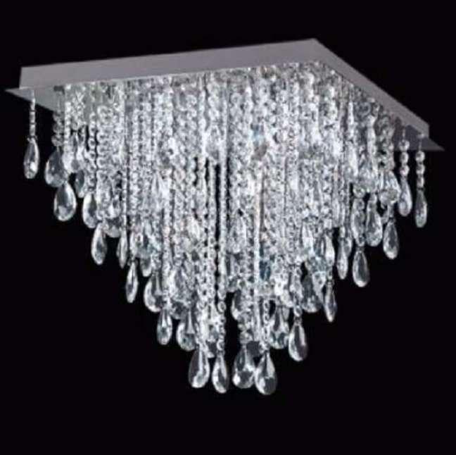 12. Lustre quadrado com cristais para sala de estar luxuosa – Foto Pinterest
