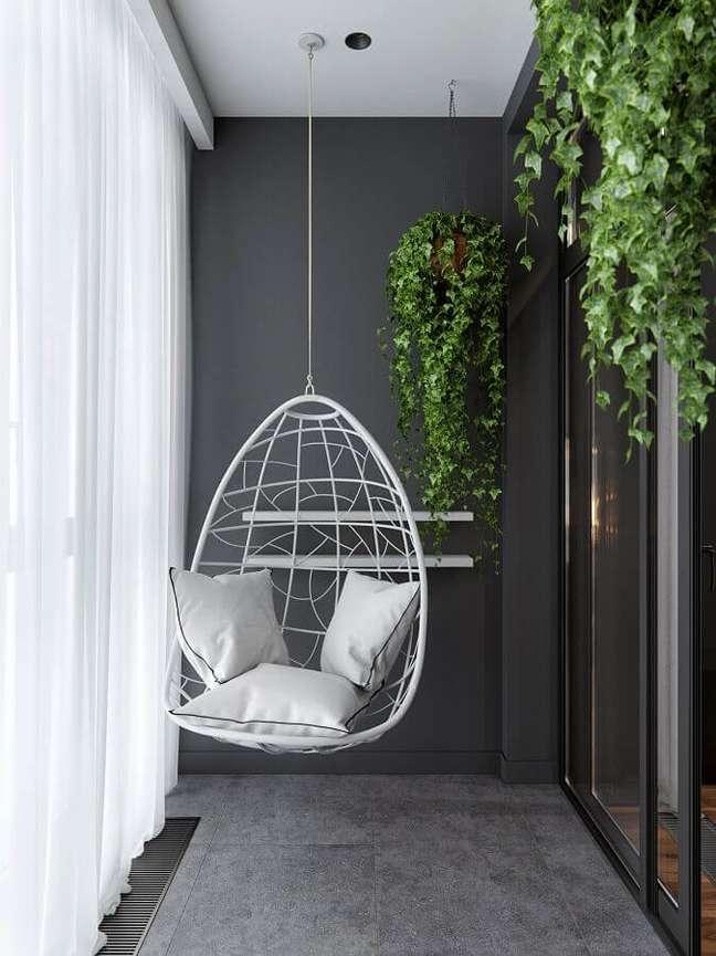 29. Cadeira de balanço suspensa para varanda cinza com decoração moderna – Foto: Behance